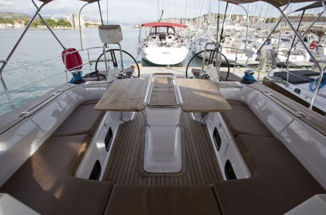 CheckSailing Premium Yacht - Cockpit