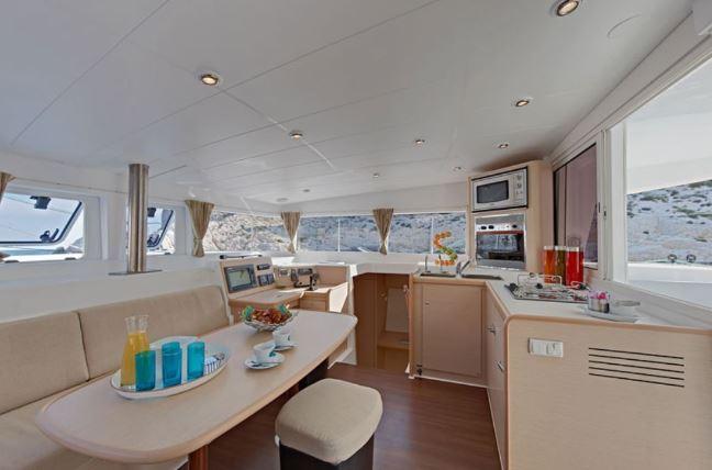 CheckSailing Premium Plus Yacht - Wohnzimmer