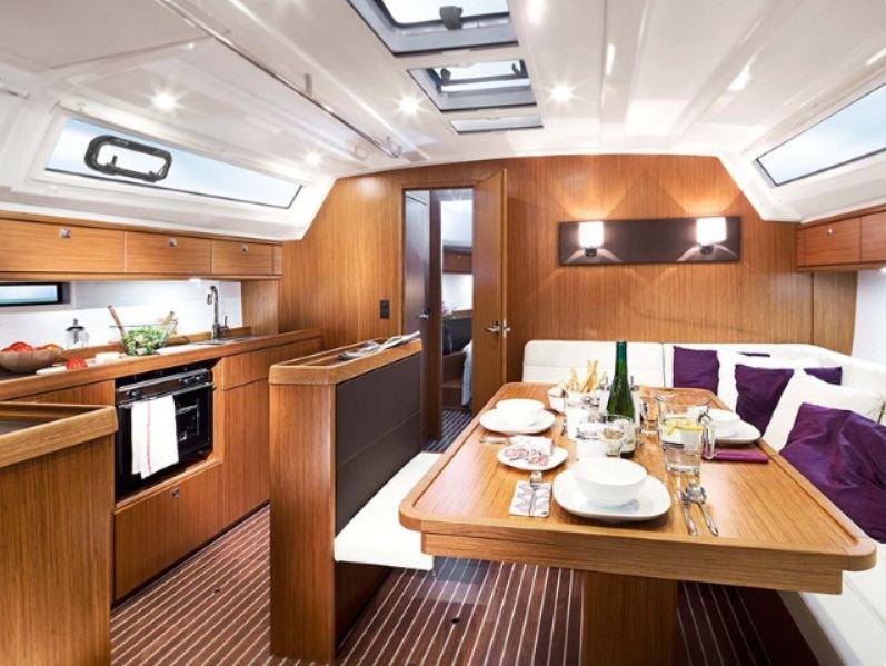 CheckSailing Premium Yacht - Wohnzimmer