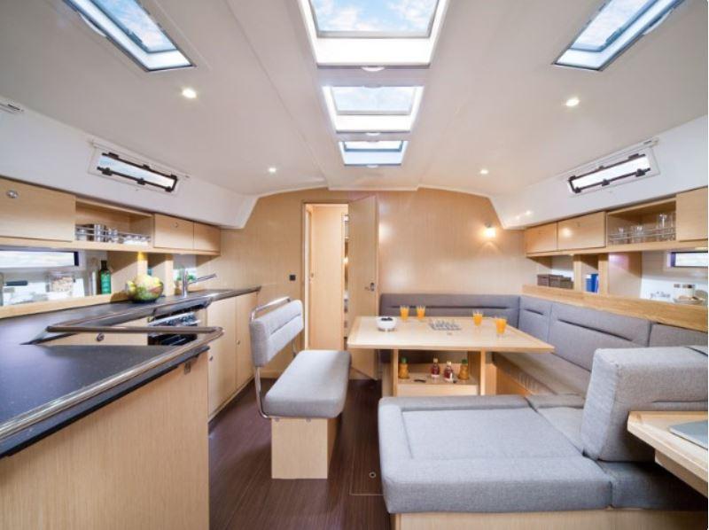 CheckSailing Premium Yacht - Saloon